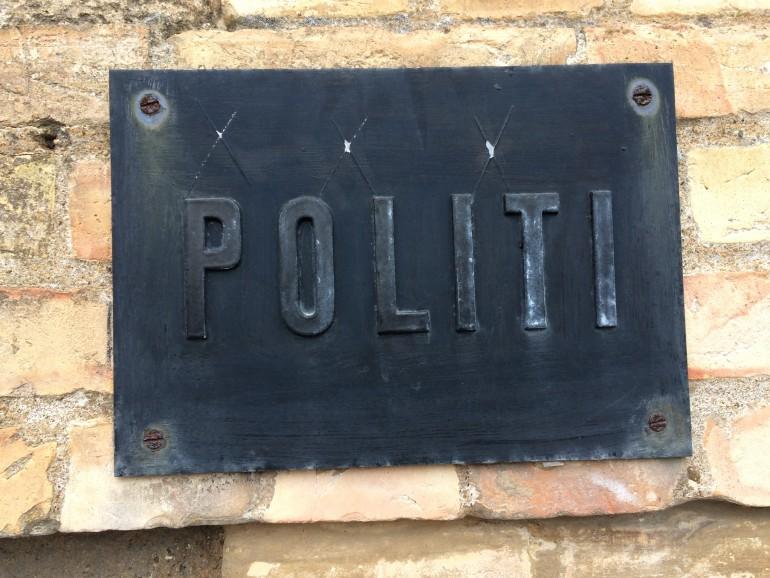 Politi skilt