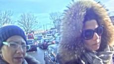 Det er disse to kvinder der er mistænkt i sagen. Politiet hører gerne fra borgere der kan genkende de to kvinder.