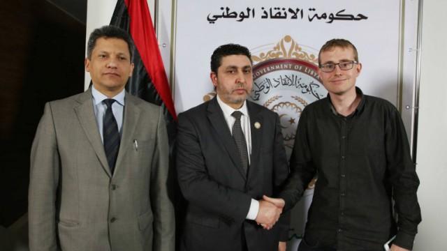 Henrik B. Jeppesen her med den Libyske Premierminister under sin world tour.