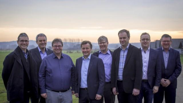 Fra venstre ses – Claus Clausen, Benny Kirkegaard (Landbo Limfjord), Mads Waidtløw, Carl Chr. Pedersen, Jørgen Kristen-sen, Leif Gravesen, Henrik Galsgaard (LandboThy) og Kim Koch (Agri Nord).