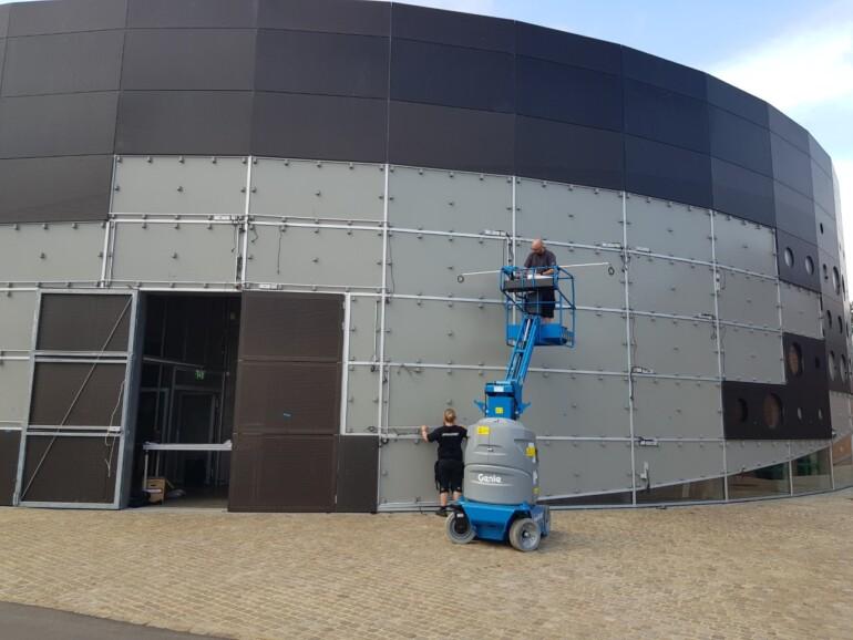 Endelig er farverig facadebelysning klar til brug
