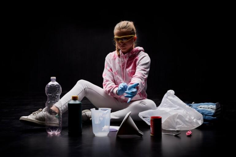 Pigen med bomberne: Lokale teenagere medvirker i gæstespil