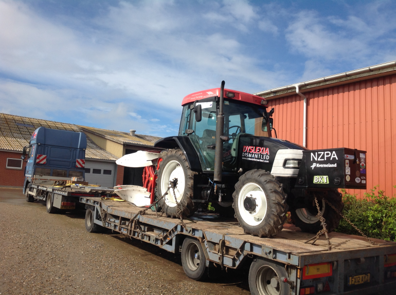 Første traktor og plov klar til VM i pløjning | Limfjord Update