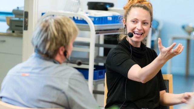 Demenskonsulent Malene Kjær Lassen fra Sundhedsstyrelsen interviewer social- og sundhedsassistent Dorthe Knattrup Sørensen